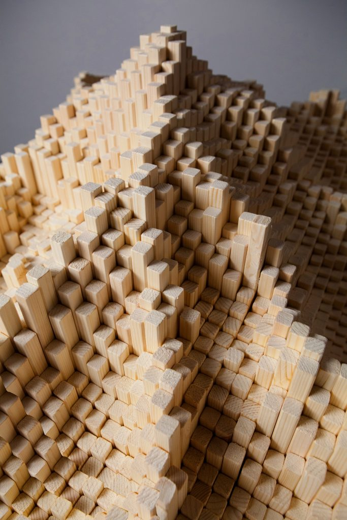 Les Manteillons du Mont Blanc (particolare), 2014, legno, 3D video animazione, 165 x 75 x 75 cm (foto Pier Francesco Grizi)