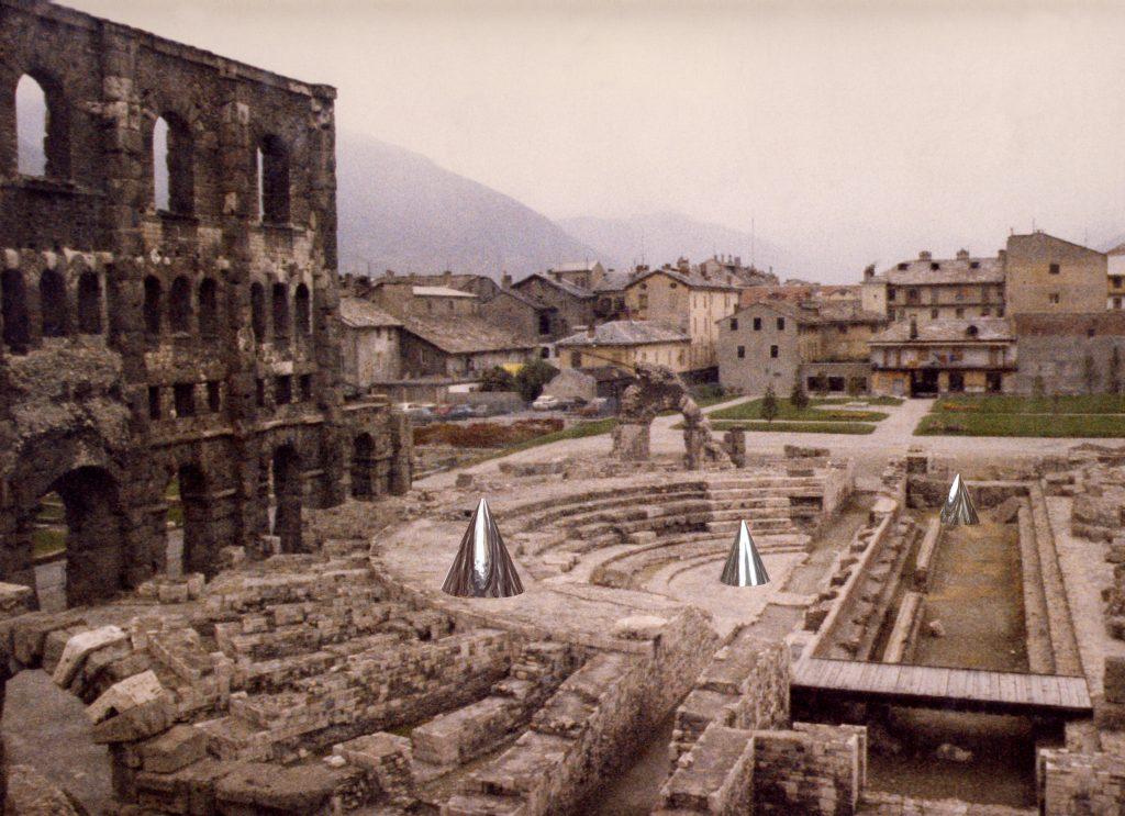 Archéopterix, 1990, veduta dell'installazione, Teatro romano, Aosta, 1990