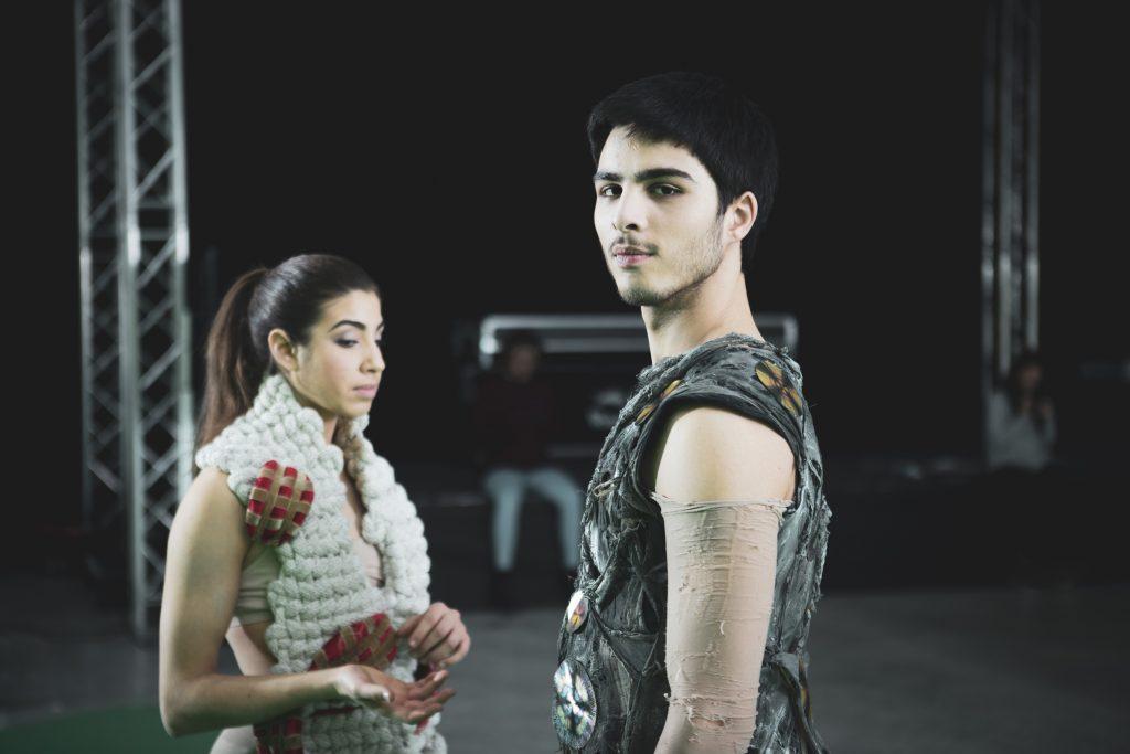 Erika Ravot e Luca Ciulla danzatori di Kataklò sul set