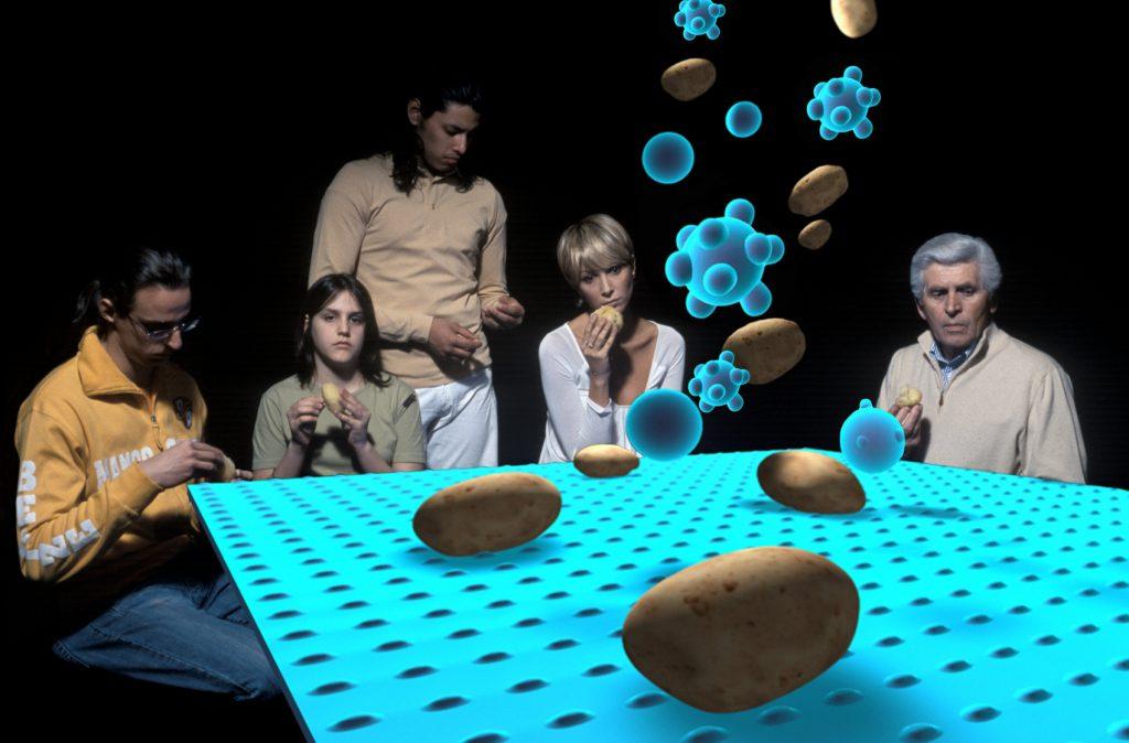 Tavolo blu  (I Mangiatori di Patate), 2005, stampa lambda, 52,5 x 80 cm