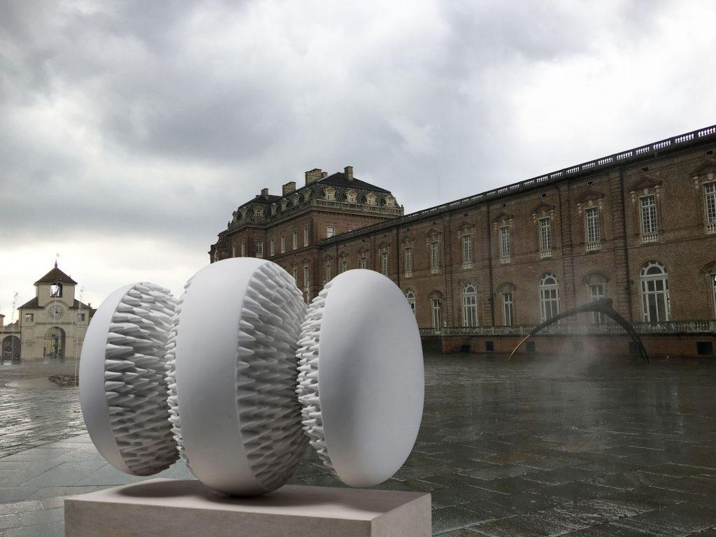 Attrazione magnetica, 2008, exhibition view Sculture moderne Venaria Reale, 2017-2018