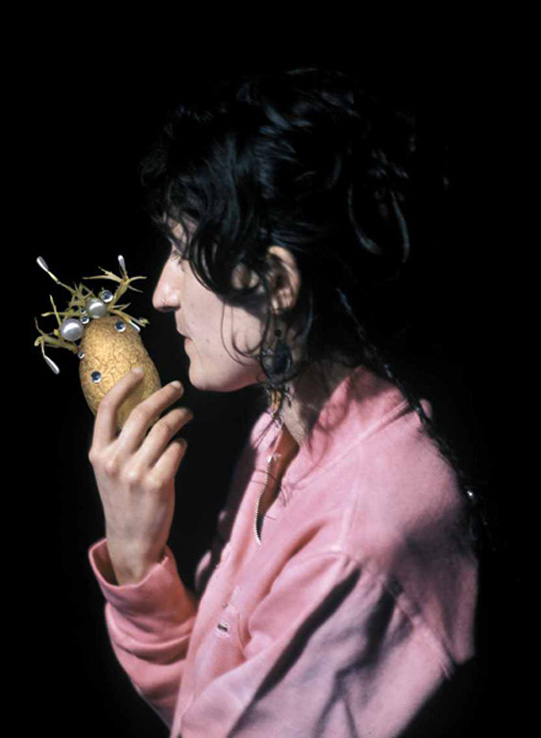 Donna con frutto  (I Mangiatori di Patate), 2005, stampa lambda, 120 x 163 cm