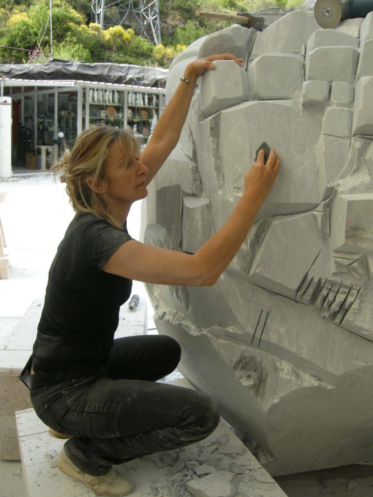 Giuliana Cunéaz durante la realizzazione di Nanocluster, 2009