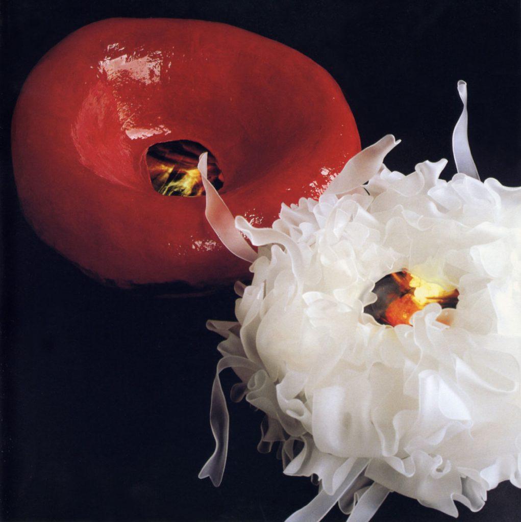 Globulo bianco, 2000, perspex, light box cm. 70x40 Globulo rosso, 2000, gomma, perspex, light box, cm. 90x40