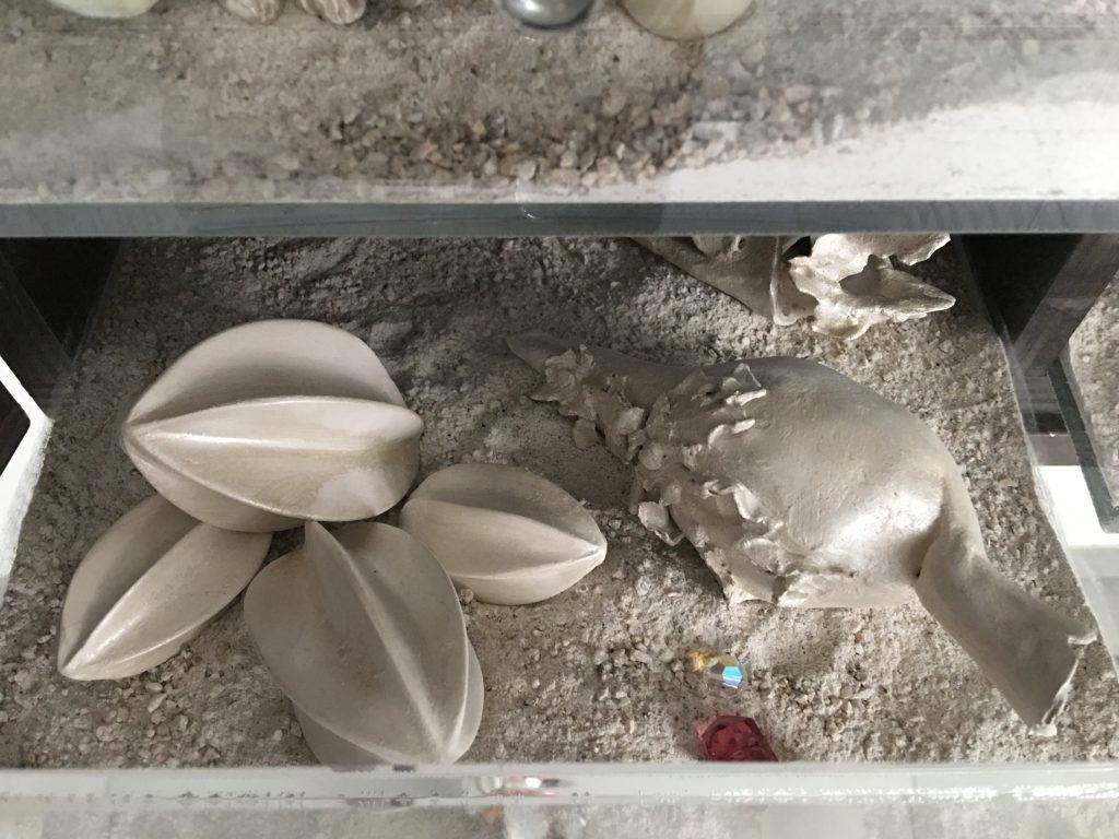 Matter waves unseen (particolare), 2012, argilla cruda e smalto