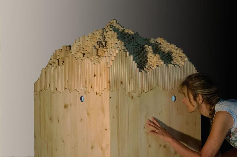 Les Manteillons du Mont Blanc, 2014 wood, 3D video animation 165 x 75 x 75 cm, installation view, Mont Blanc, Les Maisons de Judith, Pra Sec, Val Ferret, Courmayeur, 2014 (foto Paolo Terrile)