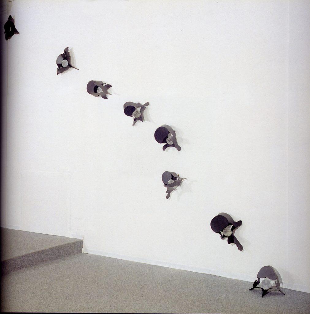 Amenti di Vertebre, 1992, ferro, alabastro, inchiostro per serigrafia, 35 x 45 cm, ciascuno, veduta dell'installazione (foto Ernani Orcorte)