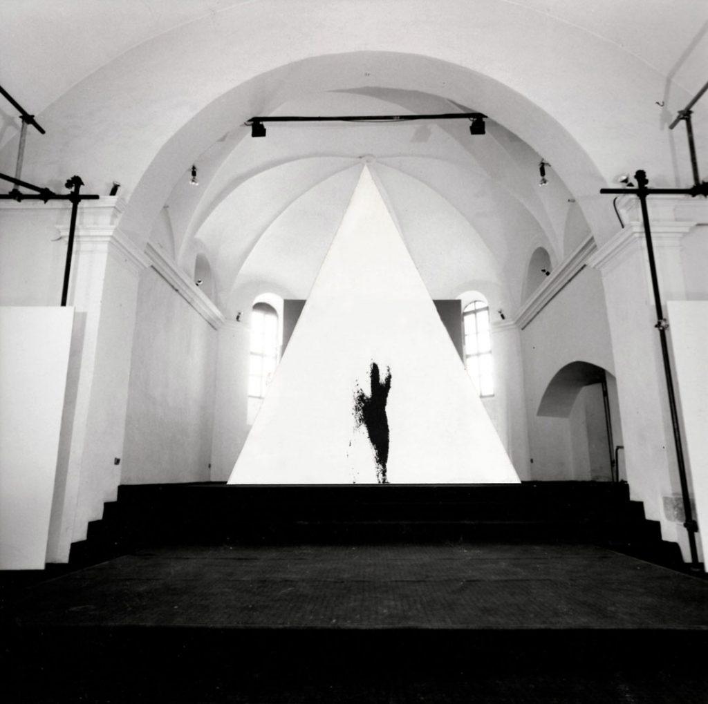 Angeli, 1989, installazione, tela, aerografo, cm. 370x370