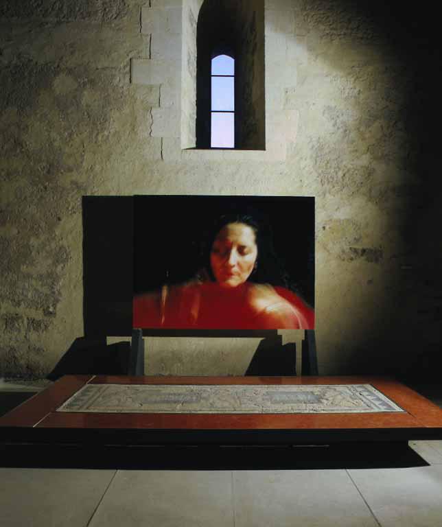 Sguardami, veduta dell'installazione, Castello Ursino, Catania, 2001 (particolare)